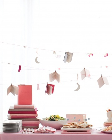 Book-themed baby shower—kind of up my alley.